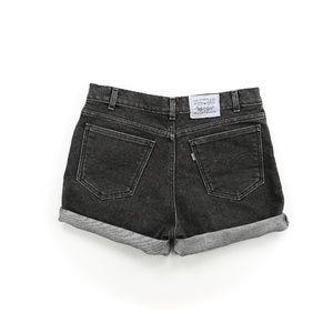 Vintage Levi's 550 Black 34W High Waisted Shorts